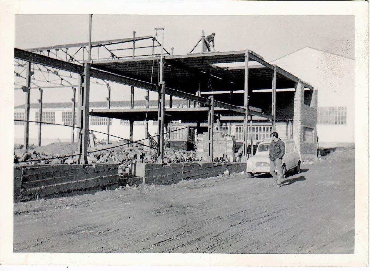 Edificio en construcción, estructura 1972. Tamesa en C/ Frentes