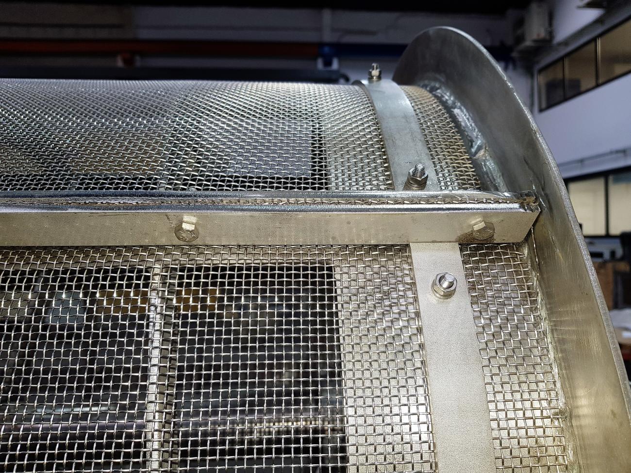 Uniones en el agotador para lodos, limpieza y tratado de lodos para conseguir separación de diferentes elementos en el lodo.